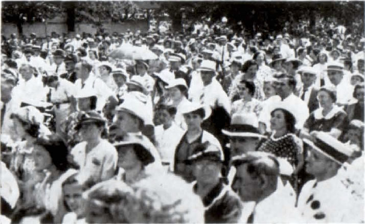 Representatives from German societies throughout Chicago and surrounding cities attended the annual summer festival in 1938.